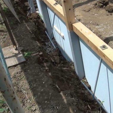 木製農業用ビニールハウス - 柱作業