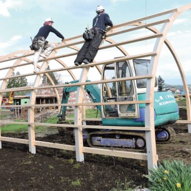 木製農業用ビニールハウス - 断熱材設置